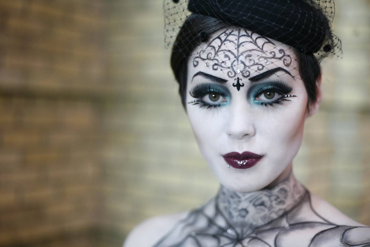 How to Apply Your Halloween Makeup - Threads Blog